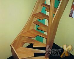 """Schody """"SAMBA"""" drewniane- bukowe, lakierowane w kolorze naturalnym. Balustrada drewniana. Wykonanie- ESSEN, Niemcy."""