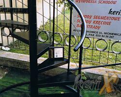 Schody kręcone z blachy perforowanej  - produkt nagrodzony Brązowym Filarem Budownictwa w 2003r.