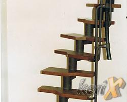 Schody na konstrukcji stalowej segmentowej. Stopnie bukowe bejcowane. Kolor elementów stalowych – czarna struktura. Poręcz- tworzywo sztuczne. Wykonanie- Bielsko- Biała, woj. śląskie.
