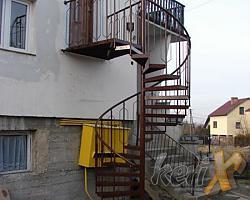 Schody kręcone o wysokości 3,5m, średnica 1,8m, ocynk ogniowy + malowanie proszkowe, wykonanie w Bielsku-Białej