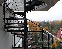 W październiku, w Warszawie na ul. Przy Parku zamontowane zostały schody kręcone prowadzące z balkonu na tzw. zielony dach.