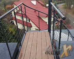 W październiku, w Warszawie przy ul. Przy Parku zamontowane zostały schody kręcone prowadzące z balkonu na tzw. zielony dach.
